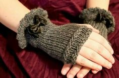 Elegido para ti Knitting For Charity, Hand Knitting, Knitting Patterns, Crochet Patterns, Knitting Machine, Hat Patterns, Crochet Gloves Pattern, Knit Crochet, Crochet Hats