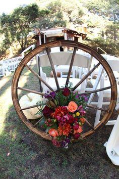 Rustic wagon wheels wedding flower decor ideas / http://www.deerpearlflowers.com/rustic-country-wagon-wheel-wedding-ideas/2/