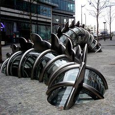 Danse de la fontaine émergente, Chen Zhen (2008)  Place Augusta Holmes, Paris 13
