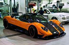 Pagani huera in a wonderful black and red color