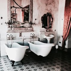 Uploaded by steeples collapsed. Find images and videos about bathroom, interior and luxury on We Heart It - the app to get lost in what you love. Bad Inspiration, Bathroom Inspiration, Interior Inspiration, Retro Bathrooms, Modern Bathroom, Bathroom Interior, French Bathroom, Eclectic Bathroom, Bathroom Grey