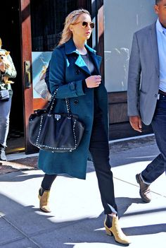 Jennifer Lawrence Street Style Bota