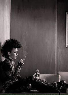 Lisbeth Salander - Noomi Rapace - The Girl with the Dragon Tattoo 2009 - Original Swedish version Punk Rock Girls, Lisbeth Salander, Millenium, Stieg Larsson, Noomi Rapace, Arizona Robbins, Strong Character, Kino Film, Punk Goth