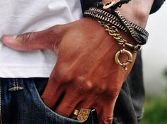 Chain Men Style Zipper Brass Chain Bracelet = Perfect stylish look - Earrings for girls are like bracelets for boys. Every guy wants one of these 17 Bracelets on his hands. Men's Accessories, Sharp Dressed Man, Well Dressed Men, Zipper Bracelet, Bracelet Men, Style Masculin, Herren Style, Gold Chains For Men, Estilo Fashion