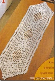 Pin de Halina Kozyr en serwety, obrusy szydełkowe i druty Crochet Table Runner Pattern, Crochet Tablecloth, Crochet Doilies, Crochet Lace, Crochet Books, Thread Crochet, Crochet Gifts, Crochet Decoration, Crochet Home Decor