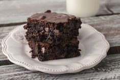 A perfect blend of fudgy and cakey, these family size brownies are decadently delicious. Measuring an inch tall, they bake in a x size pan. Chocolate Avocado Brownies, Fudgy Brownies, Chocolate Chips, Stevia Recipes, Football Food, Vegetarian Chocolate, Dessert Bars, Sweet Treats, Deserts