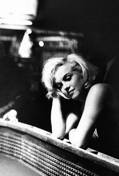 Black and white : Marilyn Monroe photographed by Eve Arnold, 1961.
