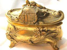 Collectors dream antique Niagara Falls souvenir Art Nouveau metal jewelry box casket original satin lining