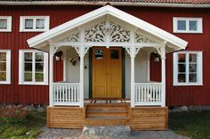 Byggnadsvård | Heinemann Snickeri Swedish Cottage, Swedish House, Victorian Porch, Victorian Homes, Norway Design, German Houses, Old Country Houses, Red Houses, Exterior Remodel