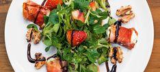 Zutaten: 12 Schafmilch-Käseröllchen, natur  frischer Thymian; 12 Scheiben Prosciutto crudo; 1 Pkg. Vogerlsalat; 8 frische Erdbeeren  Olivenöl; 1 Handvoll Walnusshälften; Honig; Balsamico-Glace (karamellisierter Balsamico-Essig); Olivenöl, Balsamico-Essig, Salz, Pfeffer, Zucker! Mehr dazu auf der ADEG Website! Kale Caesar Salad, Kale Salad, Soup And Salad, Kale Recipes, Vegetarian Recipes, Healthy Recipes, Yummy Recipes, Yummy Food, Ceasar Salat