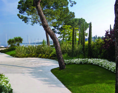 Garda Lake. Private Garden in Padenghe. Marine atmospheres for a lake house.