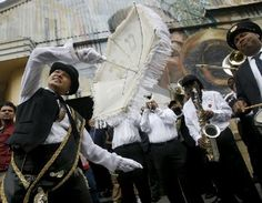 by BRETT DUKE of the THE TIMES-PICAYUNE. A second-line, lead by Grand Marshal Jennifer Jones, goes down S. Peters Street in honor of the New Orleans music legend Snooks Eaglin after his funeral at the Howlin' Wolf Friday, Best Of New Orleans, New Orleans Music, New Orleans City, Thirty Flirty And Thriving, Second Line Parade, Peter Street, Exquisite Corpse, Jennifer Jones, Brass Band