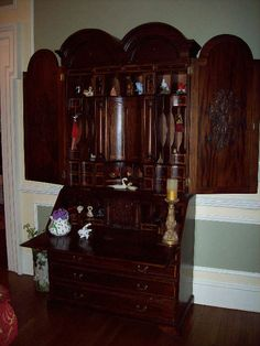 "Found on EstateSales.NET: Beautiful superb quality mahogany reproduction desk secretary. This piece measures ( 44""w x 21""d x 98""h )"