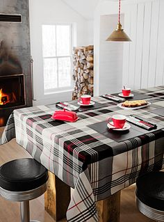 Contemporary elegance with large ivory and charcoal checks accentuated by a fashionable, decorative accent red thread. polyester weave Easy-care, machine wash and dry Made in Canada Black Tablecloth, Linen Tablecloth, Round Tablecloth, Table Linens, Kitchen Dining, Kitchen Decor, Dining Room, Kitchen Tablecloths, Deco Table