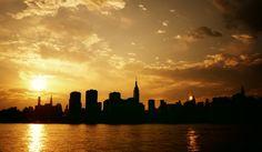 Two Suns - Sunset over the New York City Skyline | von Vivienne Gucwa