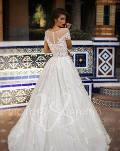 Flirty and elegant, romantic and charming. This is us talking about our Vivian gown. Are you ready for everyone to be astonished by your look? We know you are 😍 #victoriasoprano #bride #weddingdress #weddinggown