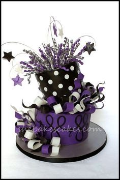 Great Birthday cake idea for teen to adult. Unique Cakes, Creative Cakes, Fancy Cakes, Cute Cakes, Beautiful Cakes, Amazing Cakes, Teen Cakes, New Year's Cake, Purple Cakes