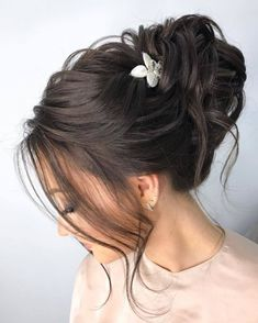 30 Best Elstile Wedding Hairstyles We have some styles to be perfect inspiration for your bridal look. Elstile wedding hairstyles are perfect for brides with long or medium hair length. High Bun Hairstyles, Wedding Hairstyles For Medium Hair, Pigtail Hairstyles, Bobby Pin Hairstyles, Prom Hairstyles, Headband Hairstyles, Updo Hairstyle, Medium Hair Styles, Short Hair Styles