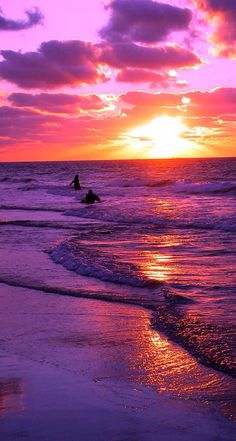 A beautiful pink and purple sunset or sunrise. I have no idea. Beautiful Sunrise, Beautiful Beaches, Purple Sunset, Sunset Beach, Sunsets Hawaii, Sunset Colors, Purple Lilac, Pink Sky, Orange Pink