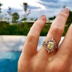 *jaw drops* The @annasheffield Yellow Diamond Bea ring perfectly captured by @victoriabuchbinder 😍Create your own #ringselfie in the @beaumade app 📲🖐💍 #AboutToSayYes . . . #beaumade #engaged #engagementring #justsaidyes #shesaidyes #bridetobe #futuremrs #ringselfie #ringfie #ringsofinstagram #ringblings #ringbling #bling #blingbling #putaringonit #feyonce #proposal #wedding #bettertogether #alternativeengagementring #gemhuntrings #showmeyourrings #love #theknotrings #howheasked…