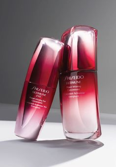 Make 2016 the year of a new you with Shiseido Ultimune Power Duo. This set is guaranteed to revive your skin and delicate eye area for the perfect post holiday pick-me-up.