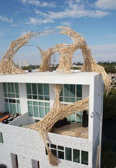 DESIGN ESPACE Timegate by Arne Quinze, Miami, Florida 2006 -> La Galerie 460 est une exposition d'art itinérante qui a promu la Lexus LS460 , et a présenté une nouvelle sculpture de l'artiste Arnie Quinze , conçu sur mesure pour chaque emplacement . Installations in situ et sculptures de bâtons en bois. => Connexion, vitesse