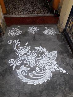 Indian Rangoli Designs, Rangoli Designs Latest, Simple Rangoli Designs Images, Rangoli Designs Flower, Rangoli Border Designs, Rangoli Ideas, Rangoli Designs With Dots, Beautiful Rangoli Designs, Simple Flower Rangoli