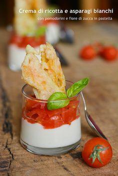 Crema di ricotta e asparagi bianchi con pomodorini e fiore di zucca in pastella