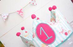 TUTORIAL CORONA DE CUMPLEAÑOS (PATRON GRATIS) - Nairamkitty DIY Cumpleaños Diy, Bebe Baby, Fabric Toys, Baby Makes, Cake Smash, Ideas Para, Ideas Cumpleaños, Party Time, Crafts For Kids