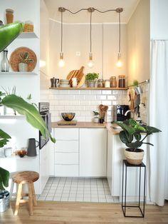Küche # Kitchen # small kitchen The Home Warranty Doctor Is In! Home Decor Kitchen, Interior Design Kitchen, Home Kitchens, Kitchen Dining, Mini Kitchen, Small Apartment Kitchen, Kitchen Ideas, Kitchen Cabinets, Skandi Kitchen