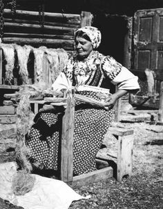 #LiptovskáOsada #Liptov #Slovensko #Словакия #Slovakia Old Photos, Vintage Photos, Folk Costume, Costumes, Ethnic Outfits, Ethnic Clothes, Heart Of Europe, Plant Fibres, Old Postcards
