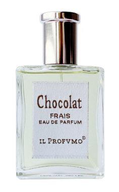 Chocolat Frais IL PROFVMO. Świeża odsłona kakao, przyozdobionego owocami: granatem i zielonym jabłkiem. Apetyczny, kwiatowo-owocowy zapach, orzeźwiający i równie uzależniający co klasyczna woda Chocolat.