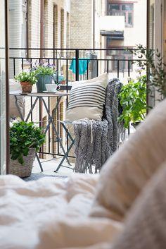 Balcony ideas, balkon inspiratie, frans balkon #frans_balkon #balkon_idee #klein_balkon | balkonafscheiding.nl