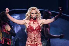 Ieri sera, a Las Vegas, è andata in scena la cerimonia di consegna dei Billboard Music Awards. Ad aprire le danze - in senso letterale - è stata Britney Spears che ha portato sul palco dellaT-Mobile Arena un medley dei suoi più grandi successi.