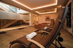 Feine Ruheliegen zur Entspannung... Hotel Alpenhof, Wellness Spa, Conference Room, Stairs, Table, Furniture, Home Decor, Stairway, Decoration Home