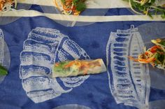 How to make Vietnamese Rice Paper Rolls. They make great party food they are fresh and vibrant. Vietnamese Rice Paper Rolls, Vietnamese Spring Rolls, Rice Paper Recipes, Vietnamese Recipes, Asian Recipes, Laos Food, Salad Rolls, Vegetable Prep, Vermicelli Noodles