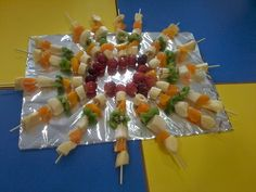 Caixinha da Kicas: Espetadas de fruta - Dia da alimentação