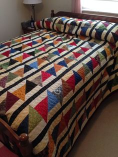 Strip quilting patterns patchwork 17 ideas for 2019 Colchas Quilt, Boy Quilts, Scrappy Quilts, Quilt Blocks, Colorful Quilts, Small Quilts, Quilt Modernen, Scrap Quilt Patterns, Half Square Triangle Quilts