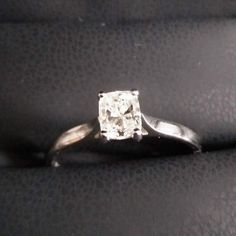 We love the way the V shaped solitaire setting allows light to flood through L's gorgeous cushion cut diamond