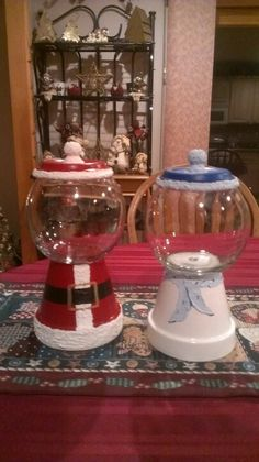 Santa and snowman candy jars by Brenda Holder Roberts Flower Pot Crafts, Clay Pot Crafts, Flower Pots, Jar Crafts, Christmas Clay, Homemade Christmas, Christmas Projects, Christmas 2016, Diy Christmas Gifts