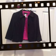 Donna Ricco short 3/4 sleeve blazer Def preloved, but in very good used condition. The bright pink lining is a nice touch to this blazer. Donna Ricco Jackets & Coats Blazers
