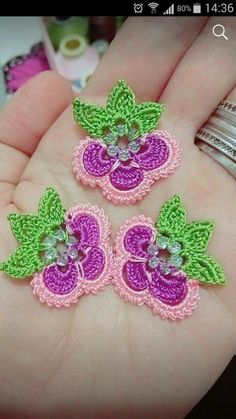 This Pin was discovered by Beg Marque-pages Au Crochet, Crochet Motifs, Crochet Borders, Crochet Flower Patterns, Freeform Crochet, Irish Crochet, Crochet Designs, Crochet Doilies, Crochet Flowers