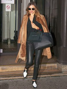 Star Tracks: Friday, February 28, 2014 | FRENCH DRESSING | After taking in the H&M runway show, a solo Miranda Kerr steps out for some shopping Thursday in Paris.