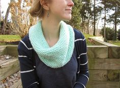 I don't know how the rest of you feel about the color mint, but I for one am in love. As a result, I could not resist knitting this ...