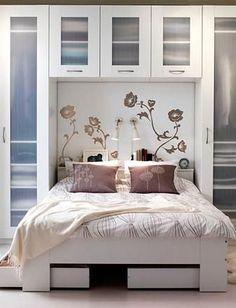 http://pictures.hatsrack.com/Home%20Design/Bedroom/mybedroom.jpg