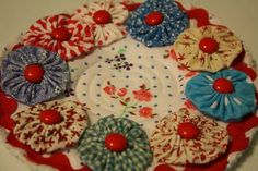 YoYo hotpad...love the red buttons, they look like cinnamon red hot candies!