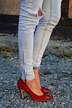http://malejka.blogspot.com/2013/11/a-touch-of-red.html#