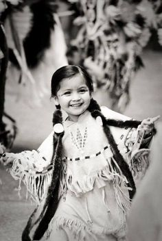 I love this photo of this precious little Native American girl. Full of life! May this Native American child always be this blissfully happy! Native American Children, Native American Beauty, Native American History, American Indians, American Girl, Native Child, Native American Cherokee, The Americans, Navajo