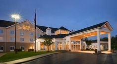Hilton Garden Inn Solomons Dowell Offering an outdoor pool and an indoor pool, Hilton Garden Inn Solomons is located in Dowell. Free Wi-Fi access is available.  Each room here will provide you with air conditioning and a TV with pay-per-view channels and cable channels.