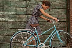 Передвигаться по Северной столице, пользуясь альтернативными общественным видами транспорта, — большое удовольствие. Мы составили список пунктов проката роликовых коньков, самокатов и велосипедов с вменяемыми ценниками, удачным расположением и большим выбором «колёс».